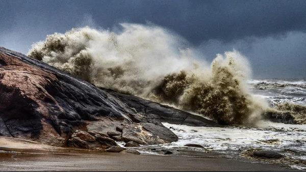 ये भी पढ़ें- Cyclone Tauktae: चक्रवात दीव से 220KM दूर, मौसम विभाग ने बताया- कौन से इलाके ज्यादा प्रभावित होंगे
