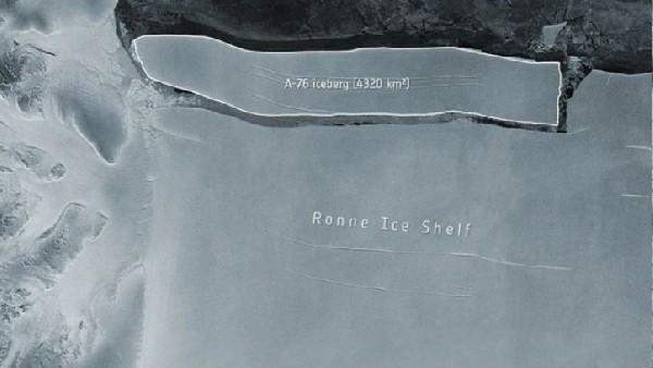 खतरे का बजा अलार्म! अंटार्कटिका में दुनिया का सबसे बड़ा आइसबर्ग टूटा, टेंशन में वैज्ञानिक