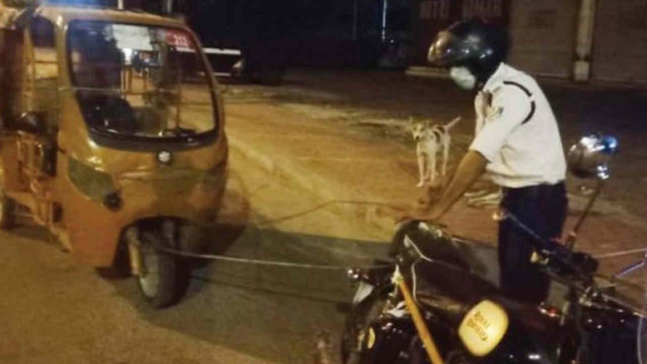 इंदौर : यातायात पुलिसकर्मी ने खराब ई-रिक्शा को अपनी बाइक से बांधकर चालक को 11 KM दूर घर पहुंचाया