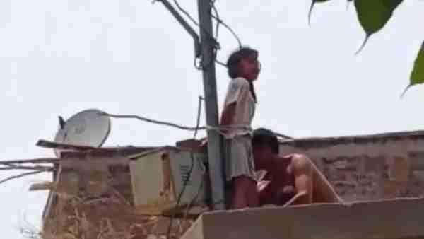 ये भी पढ़ें:- कानपुर: मासूम बेटी को पिता ने तेज धूप में सोलर पोल से बांधा, दो घंटे तक रोती-चिल्लाती रही वो