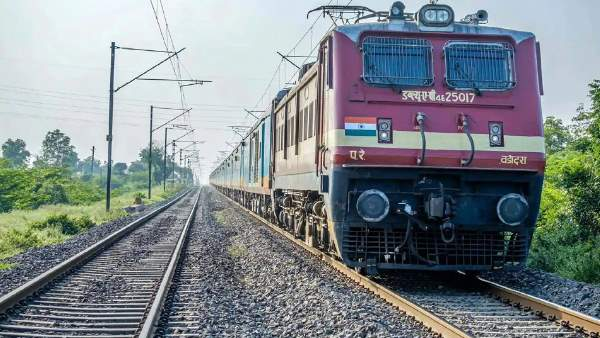 woman with 3 children jumped in front of train in kaushambi