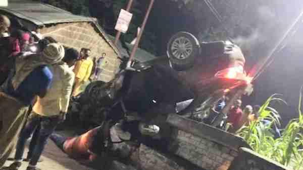 ये भी पढ़ें:- कुशीनगर: पुल से टकरा कर पलट गई तेज रफ्तार कार, चार लोगों की मौके पर हुई मौत