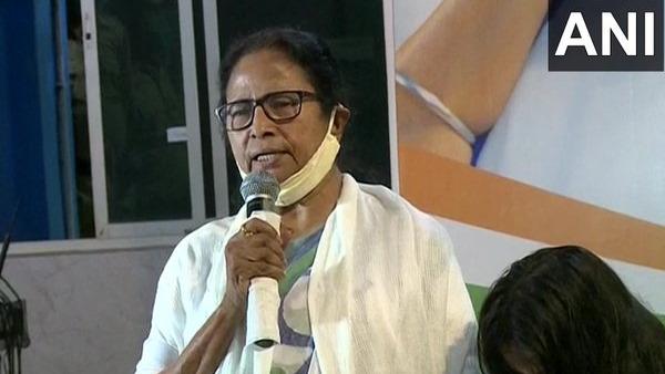 बंगाल: ममता बनर्जी ने बुलाई उच्च अधिकारियों की बैठक, हिंसक घटनाओं पर ले सकती हैं बड़ा एक्शन