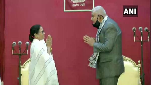 यह पढ़ें:शपथ लेते ही राज्यपाल ने ममता को याद दिलाया 'राजधर्म', दीदी ने दिया ये जवाब