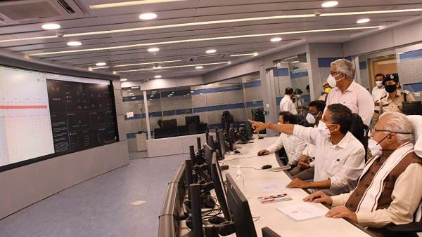 WHO ने हरियाणा के मुख्यमंत्री को 100 ऑक्सीजन कंसंट्रेटर सौंपे, इंटीग्रेटिड कमांड-रिस्पांड कंट्रोल सेंटर लॉन्च