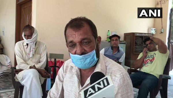 इसे भी पढ़ें-मेरठ के इस गांव में पिछले 1 महीने में 60 लोगों की मौत, ग्रामीण बोले- ना टेस्टिंग हुई, ना सैनिटाइजेशन