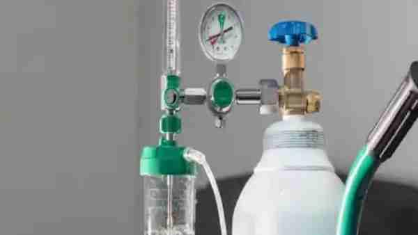ये भी पढ़ें:- ऑक्सीजन सप्लाई बाधित होने पर Gorakhpur में दो मरीजों की हुई मौत, पड़ोसियों ने बंद कर दिया था जनरेटर
