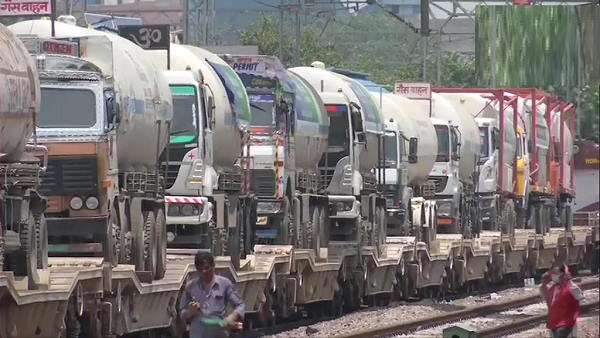 गुजरात से स्पेशल एक्सप्रेस ट्रेन 224.67 टन लिक्विड ऑक्सीजन लेकर दिल्ली आई, उपमुख्यमंत्री मनीष सिसोदिया बोले- अब डिमांड पूरी हो रही है