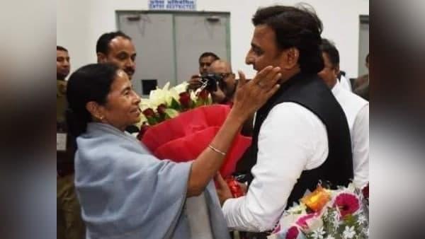 West Bengal: रूझानों में टीएमसी के 200 सीटों का आंकड़ा पार करने पर अखिलेश यादव बोले- दीदी जिओ दीदी