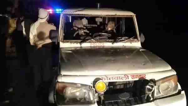 ये भी पढ़ें:- रायबरेली: अवैध शराब कारोबारियों को पकड़ने गई पुलिस टीम पर हमला, तालाब में कूदकर बचाई जान