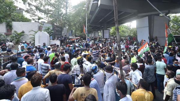 ये भी पढ़ें- नारदा केस में TMC नेताओं को बड़ा झटका, हाईकोर्ट ने बेल पर लगाई रोक