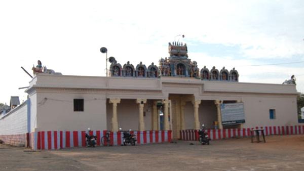 तमिलनाडु में DMK के जीतने की खुशी में महिला ने अपनी जीभ काटकर देवता को चढ़ाई