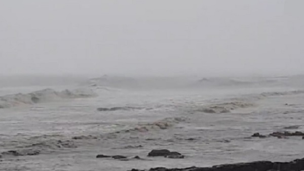 यह पढ़ें: Tauktae Cyclone Landfall: जानिए कितने बजे होगा साइक्लोन का लैंडफॉल, क्या रहेगी गति और दिशा