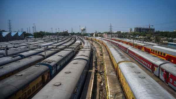 इसे भी पढ़ें- यात्रियों की कमी और चक्रवात के चलते 54 ट्रेनें हुईं कैंसिल, 4 के फेरे कम हुए- लिस्ट देखिए