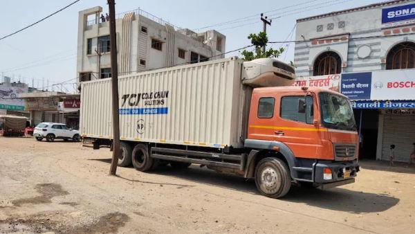 मध्य प्रदेश में कोविड-19 की दो लाख वैक्सीन से भरा ट्रक सड़क किनारे छोड़ा, कीमत आठ करोड़ रुपए