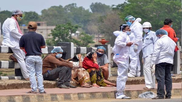 ये भी पढ़ें- दिल्ली में कोरोना से हुई मौत के आधे आंकड़े ही हुए हैं दर्ज, अंतिम संस्कार की कुल संख्या से हुआ ये खुलासा