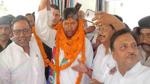 मुजफ्फरपुर CJM कोर्ट में LJP सांसद पशुपति कुमार पारस और प्रिंस पासवान के खिलाफ परिवाद दर्ज