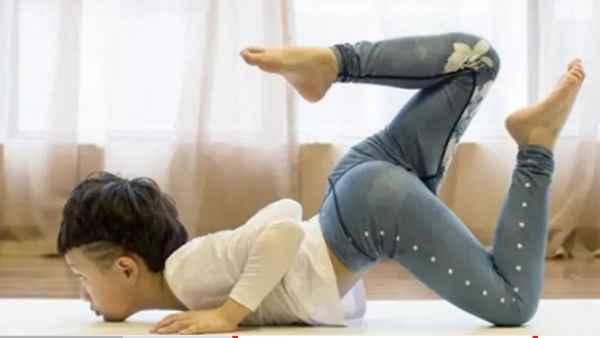 11 साल का बच्चा बना योगा टीचर, इसकी एक महीने की कमाई सुनकर उड़ जाएंगे होश