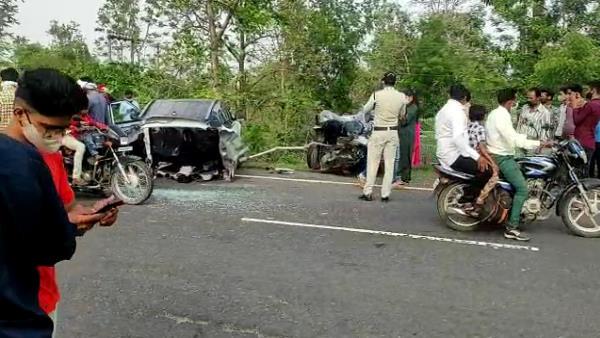एमपी : पुलिया से टकराकर दो हिस्सों में बंटी कार, 3 महिलाओं की मौत, 2 घायल, दिल दहला देगा यह Video
