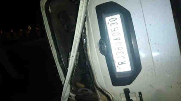 आगरा: डिवाइडर से टकराकर पलट गई स्कार्पियो कार, चार लोगों की हुई दर्दनाक मौत