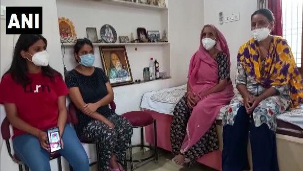 कोरोना वॉरियर दंपती की मौत के बाद बेटियां लगा रही सरकार से गुहार, शहीद का दर्जा दिलाने की मांग