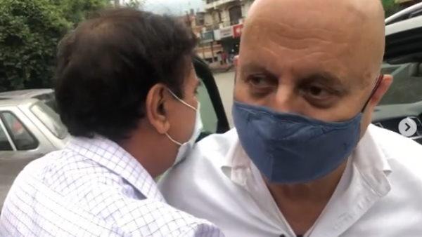 50 साल बाद शिमला में इस खास दोस्त से मिले अनुपम खेर, शेयर किया दिल छू लेने वाला VIDEO