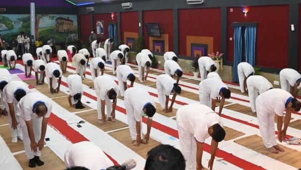 Yoga Day: सुप्रीम कोर्ट के पूर्व जज बोले- गरीब लोगों से योग की नौटंकी क्रूरता की हद