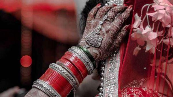दूल्हे ने सबके सामने पकड़ा दुल्हन का हाथ और करने लगा ऐसी जिद, दुल्हन ने शादी से किया इनकार