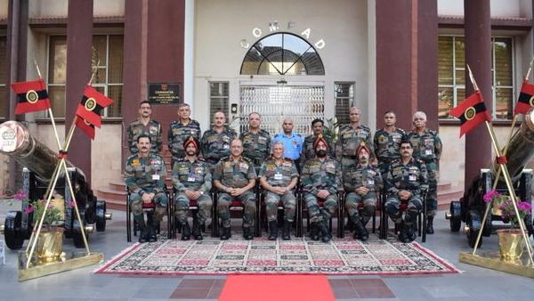 CDS जनरल बिपिन रावत ने किया LAC के अग्रिम क्षेत्रों का दौरा, सीमा पर तैनात जवानों का बढ़ाया हौसला