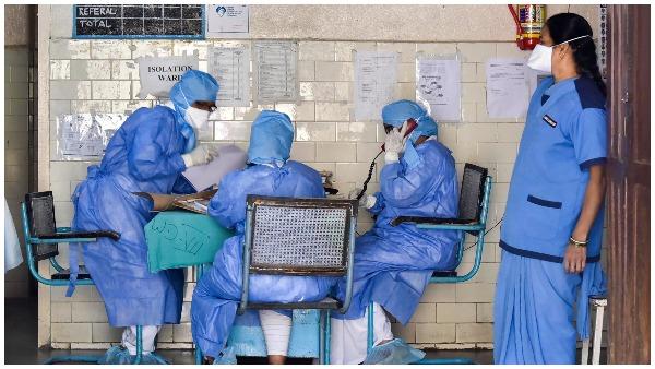 बिहार: दरभंगा में सैलून वैक्सीन लगवा चुके ग्राहकों का कर रहा मुफ्त हेयरकट