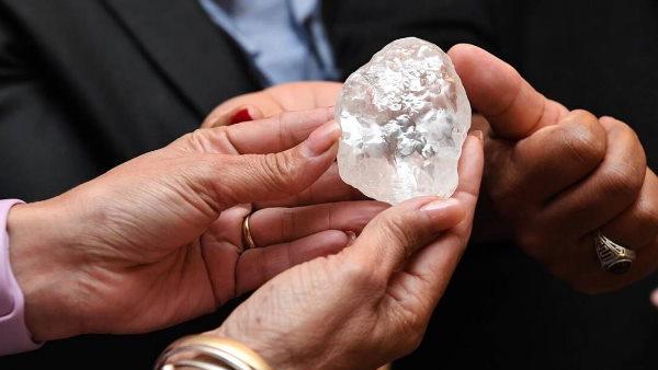 अफ्रीका में मिला दुनिया का तीसरा सबसे बड़ा हीरा, डायमंड देख उड़ जाएंगे होश