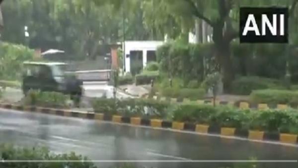 यह पढ़ें: Delhi Weather: झमाझम बारिश में नहाई दिल्ली, मौसम हुआ सुहाना, देखें तस्वीरें
