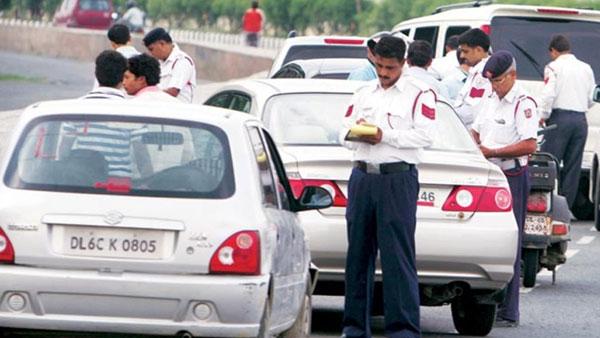 ये भी पढ़ें- दिल्ली में गाड़ियों की अधिकतम रफ्तार में हुआ बदलाव, जानिए कहां कितनी स्पीड में चला सकते हैं कार-बाइक