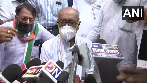 कांग्रेस नेता दिग्विजय सिंह का बयान, अगर मोदी सरकार चाहे तो 25 रुपए तक सस्ता हो सकता है पेट्रोल-डीजल