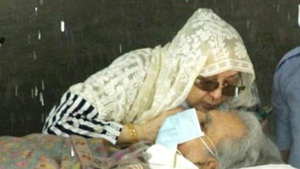 ये भी पढ़ें-अस्पताल के बाहर सायरा बानो ने दिलीप कुमार को किया Kiss,कहा- साहेब के लिए बहुत मुश्किल वक्त था