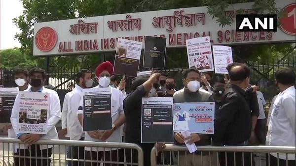 देशभर में आज IMA के डॉक्टर्स का विरोध-प्रदर्शन, केंद्र से कर रहे हैं इस कानून की मांग