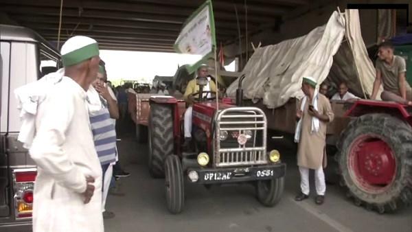 ट्रैक्टर रैली से पहले आज दिल्ली-गाजीपुर बॉर्डर पर रिहर्सल कर रहे किसान, राकेश टिकैत बोले- तैयार हैं