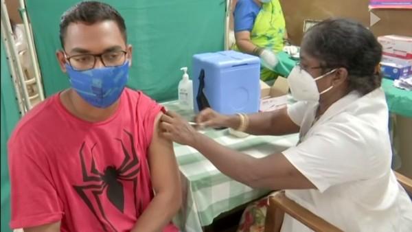यह पढ़ें: विदेश जाने वाले विद्यार्थियों के लिए तेलंगाना सरकार ने शुरू किया विशेष टीकाकरण अभियान