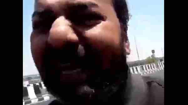 ये भी पढ़ें:- Viral Video: 'दिल चीर के देख तेरा ही...' बोलना पड़ा भारी, चाकू लेकर पति के पीछे दौड़ी बीवी