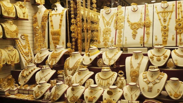 Gold खरीदने का सबसे सुनहरा मौका, पिछले 9 महीने में अब तक का सबसे बड़ा डिस्काउंट, जानिए क्या है वजह