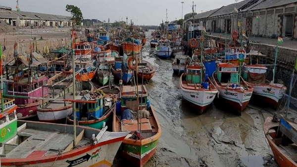 चक्रवातीय तूफान तौकते से गुजरात में हजारों करोड़ की संपत्ति का नुकसान, रूपाणी सरकार ने मछुआरों के लिए 105 करोड़ रु. के पैकेज की घोषणा की