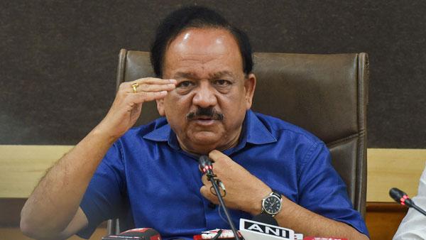स्वास्थ्य मंत्री हर्षवर्धन ने बताया कोविशील्ड की 2 डोज के बीच गैप बढ़ाने के पीछे का कारण
