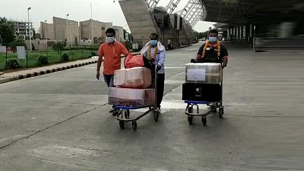 राजस्थान : 8 माह से सउदी अरब में बंधक रहे बूंदी के दो श्रमिक रिहा होकर पहुंचे जयपुर एयरपोर्ट