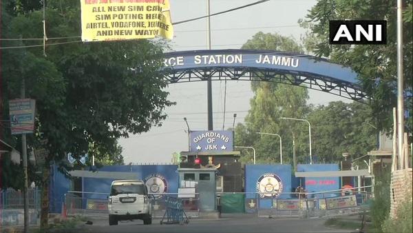 ये भी पढ़ें: जम्मू एयरपोर्ट पर विस्फोट, नरवल में 5 किलो IED के साथ आतंकी गिरफ्तार