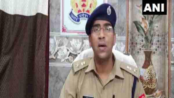 ये भी पढ़ें:- कानपुर: पुलिस की वर्दी पहन वसूली कर रहे थे तीन युवक, ऐसे पकड़े गए