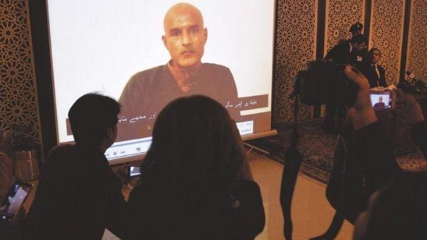 कुलभूषण जाधव को बचाने के लिए पाकिस्तान में बने नये कानून पर घमासान, विपक्ष ने इमरान खान को कहा गद्दार