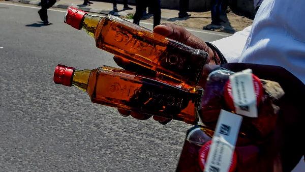 गुजरात में ट्रक से 22 लाख की शराब जब्त, पुलिस ने 80 पेटी बीयर भी बरामद की