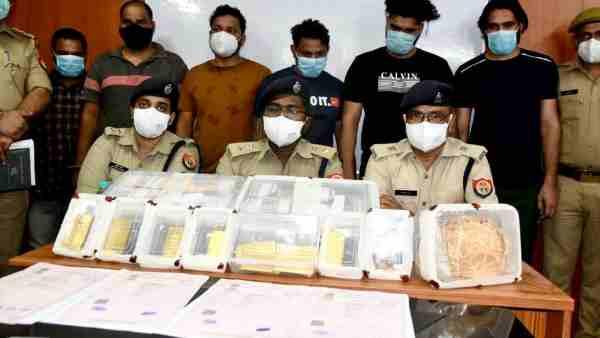 ये भी पढ़ें:- सबसे बड़ी चोरी का नोएडा पुलिस ने किया खुलासा, 57 लाख कैश और 13 किलो सोना बरामद, लेकिन दावा करने वाला कोई नहीं