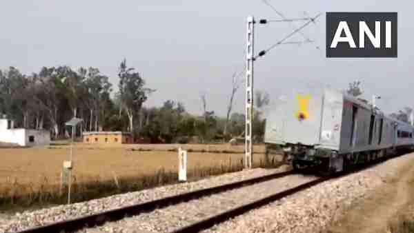 ये भी पढ़ें:- मुस्लिम दोस्त की बहन को अगवा कर ले जा रहे थे बदमाश,ट्रेन का 230 KM पीछा कर हिंदू दोस्त ने ऐसे बचाया