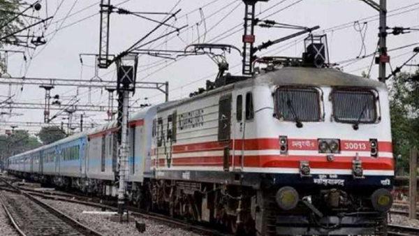 इसे भी पढ़ें- यात्रीगण ध्यान दें: कोरोना केस कम होते ही रेलवे ने पकड़ी रफ्तार, शुरू हुईं 24 स्पेशल ट्रेनें, चेक करें लिस्ट